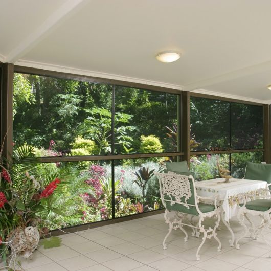 tropical-patio-crimsafe